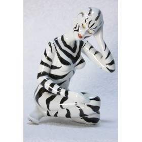 Авторская фарфоровая скульптура девушки