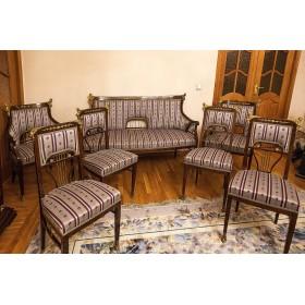 Набор антикварной старинной мягкой мебели