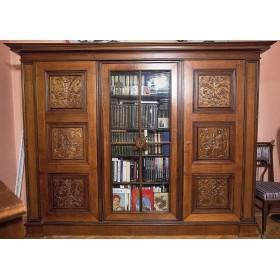 Старинный книжный шкаф из ореха
