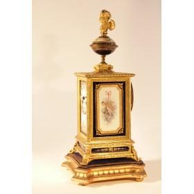 Антикварные каминные часы с фарфоровыми Севрскими вставками