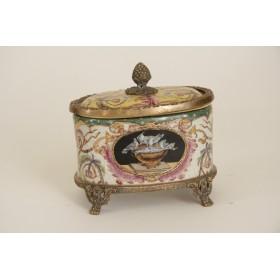 Стилизованная под старину фарфоровая шкатулка - сахарница,XX век
