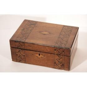 Купить антикварную шкатулку лаковую из ореха в викторианском стиле