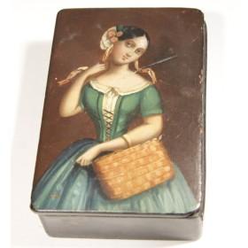 Купить антикварную шкатулку-табакерку с изображением девушки