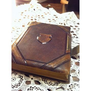 Старинный викторианский фотоальбом