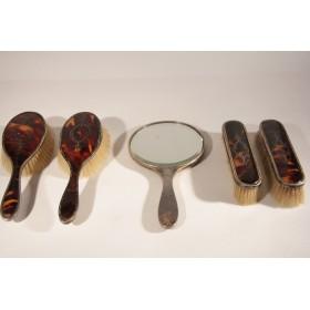 2527 Антикварный туалетный набор из серебра и панциря черепахи Англия