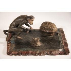 Антикварная венская бронза, купить старинную бронзу  Обезьяна и орех