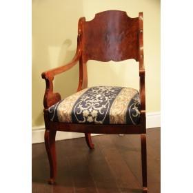Старинное кресло в стиле Русского ампира начала XIX века.