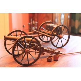 Модель старинной пушки