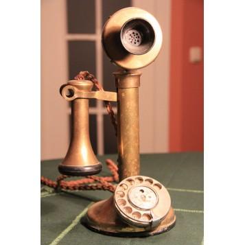 Старинный английский телефонный аппарат