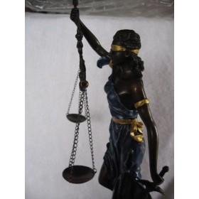 Антикварная бронзовая статуэтка в виде богини Фемиды