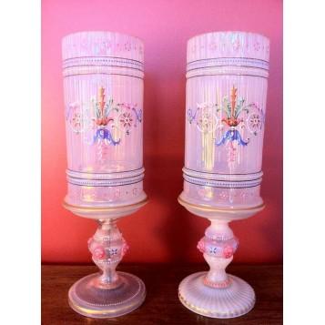 Антикварные бокалы из венецианского стекла опалового цвета