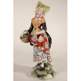 Старинная статуэтка девушки с корзиной немецкой фабрики Volkstedt