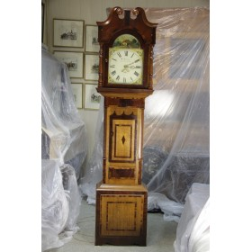 Старинные напольные часы с нарисованным циферблатом