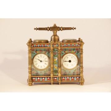 Старинные каретные часы с барометром украшены эмалью