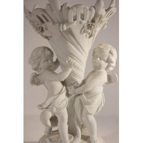 1862 Антикварная ваза с фигурками путти бисквит