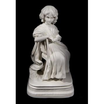 Антикварный статуэтка Девушка в кресле фарфор бисквит