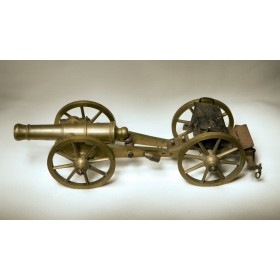 Антикварная 8-ми фунтовая пушка времен Наполеона
