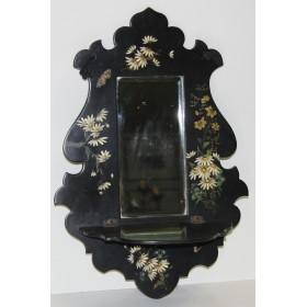 Старинное зеркало с полочкой из папье-маше