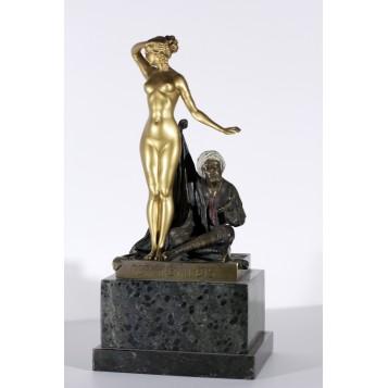 Антикварная скульптурная композиция в подарок из Венской бронзы Продажа невольницы