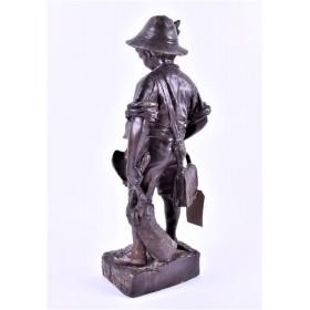 Антикварная бронзовая статуэтка деревенского мальчика Огюста Моро