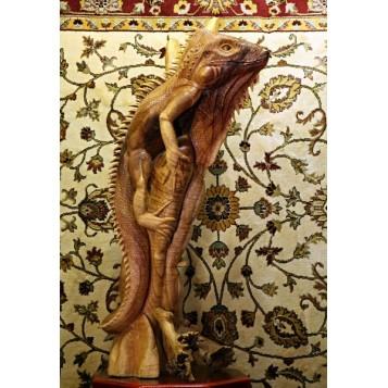 Игуана, вырезанная из цельного ствола Тика