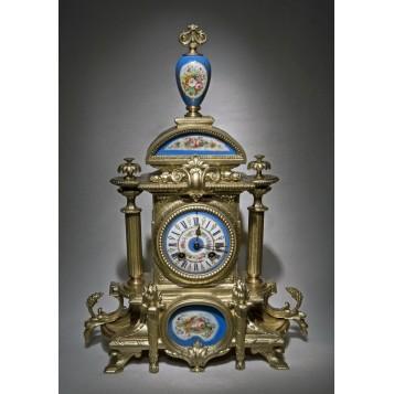 Антикварные часы с декором из Севрского фарфора