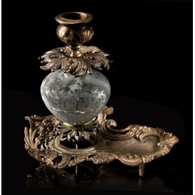 Антикварный бронзовый подсвечник в стиле барокко.