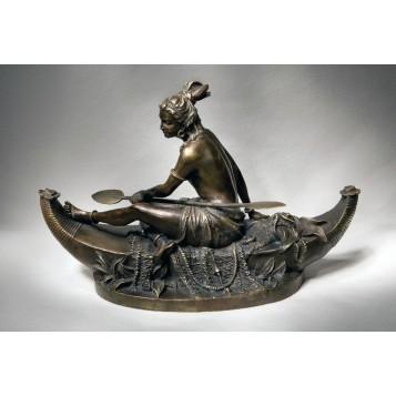 Антикварная статуэтка из бронзы Охотница на пироге  Duchoiselle