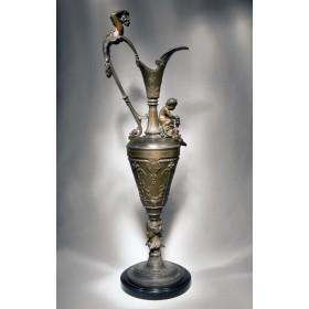 Антикварный бронзовый кувшин Нимфа и Купидон