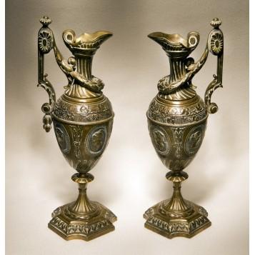 Продается антикварная пара интерьерных кувшинов из бронзы стиль Ампир