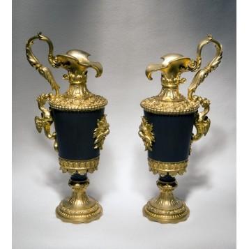 Антикварная  пара кувшинов из бронзы - стиль Louis XVI