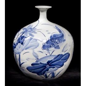 Старинная фарфоровая китайская ваза Лотос в интерьере