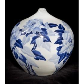 Восточный антиквариат, китайская фарфоровая ваза Пионы