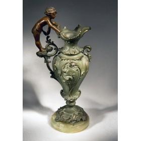 Старинная ваза с купидоном
