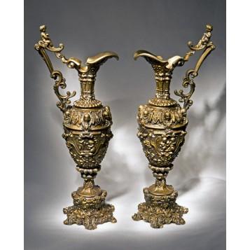Старинная пара кувшинов из бронзы в подарок и в инерьер - Готика
