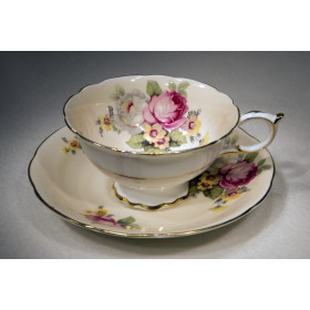 Старинная фарфоровая чайная пара.