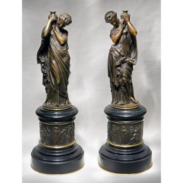 Антикварная пара интерьерных статуэток M.Moreau - купить в подарок