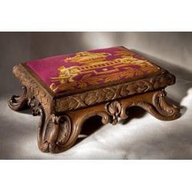 Купить старинный Пуфик LOUIS XIV в подарок и в интерьер