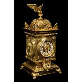 Старинные часы Куб с орлом
