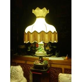 Антикварная лампа Capodimonte в подарок и для интерьера купить
