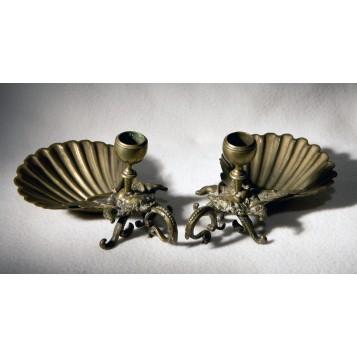 Пара старинных свечников из антикварной бронзы Раковины