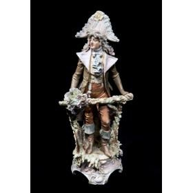 Старинная фарфоровая статуэтка Щеголь