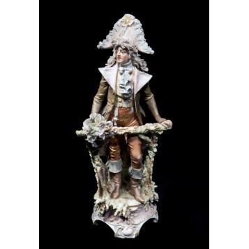 Старинная фарфоровая статуэтка Щеголь - купить в интерьер