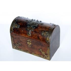 Старинная шкатулка-сундучок. Англия, XIX век.