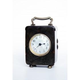 Старинные часы, имитация панциря черепахи. Пластик. Франция, начало XX века.