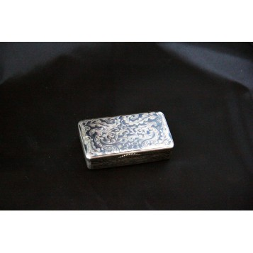 Старинная русская шкатулка - таблетница из серебра с чернением