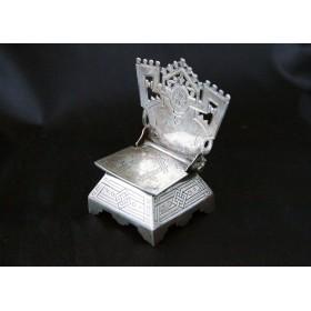 Старинная русская солонка из серебра с гравировкой в форме стульчика