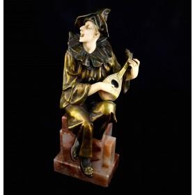 Бронзовая скульптура Пьеро, играющий на мандолине. Ар Деко. Европа, 1930-е годы