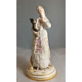 Милая статуэтка от завода Meissen Дама с кошкой