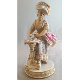 Игривая статуэтка из фарфора Девушка с картами